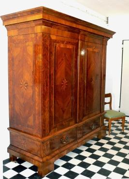 antike schr nke kleiderschr nke seite 2 schatzkiste. Black Bedroom Furniture Sets. Home Design Ideas