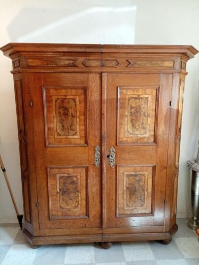 Klassischer Biedermeierschrank Nussbaum um 1820