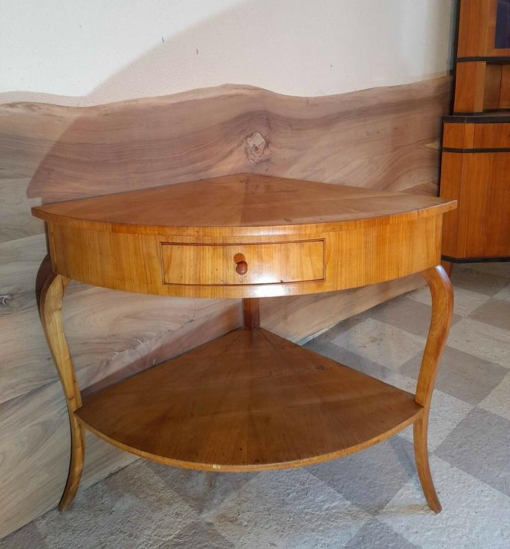 Traumhafter Tisch aus dem Klassizismus um 1800